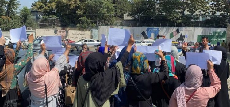 ONU critica la ausencia de mujeres en el gobierno interino de Afganistán